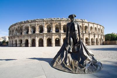 Avignon, France Attractions: Roman Ampitheater Nimes, France