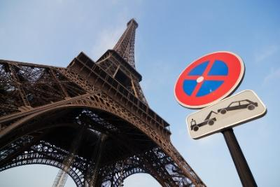 France Parking Sign: Tow Away Zone